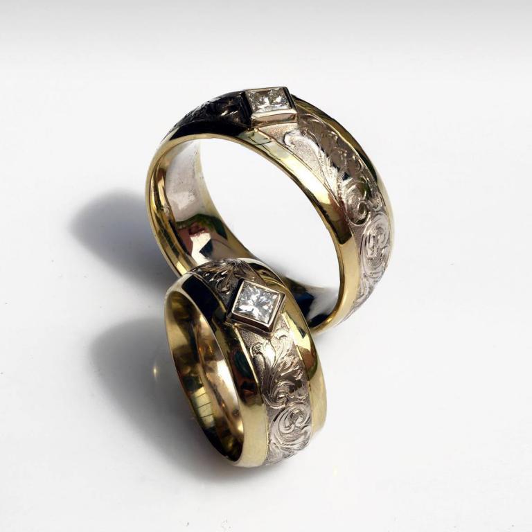 Arany jegygyűrű pár dús véséssel, gyémántokkal