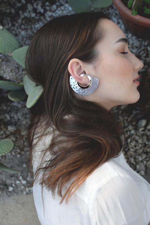 Egyedi ékszer, ezüst fülbevaló, csipkés, áttört