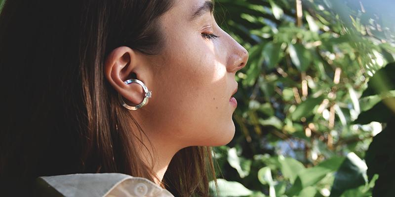 Ezüst köves karika fülbevaló