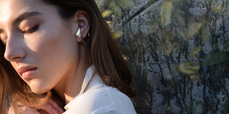 Ezüst fülbevaló szögletes karika