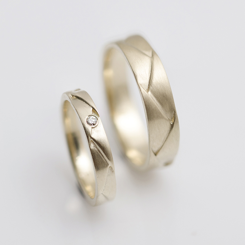 Arany jegygyűrű pár fonatos mintával