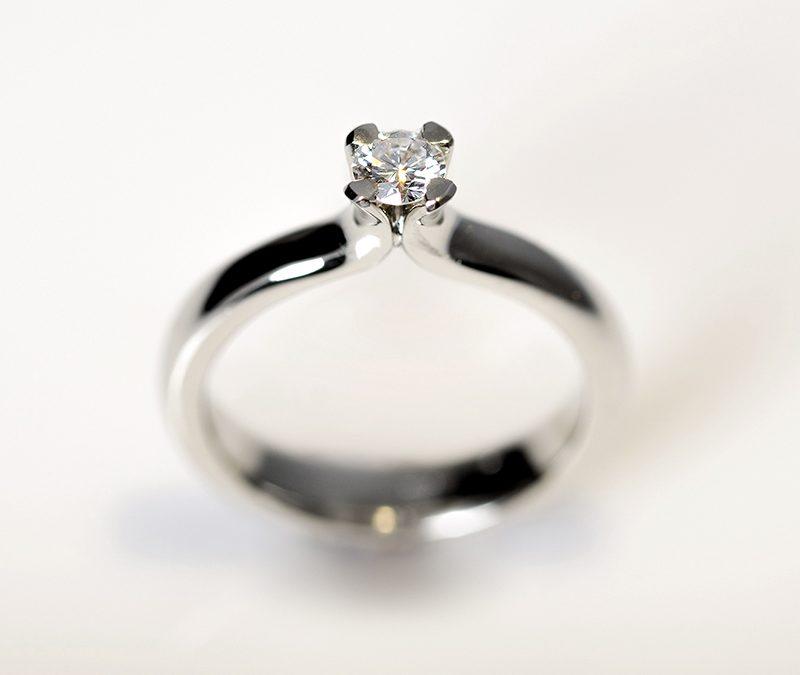 A gyémánt eljegyzési gyűrű