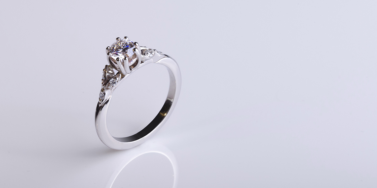 Klasszikus gyémánt eljegyzési gyűrű