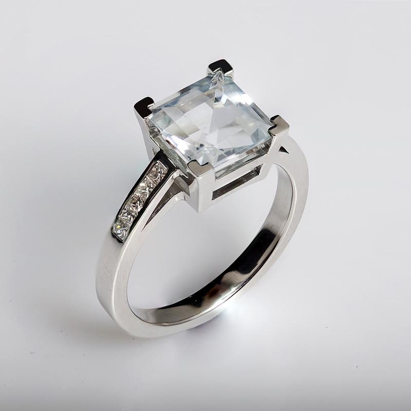Goshenit eljegyzési gyűrű gyémántokkal