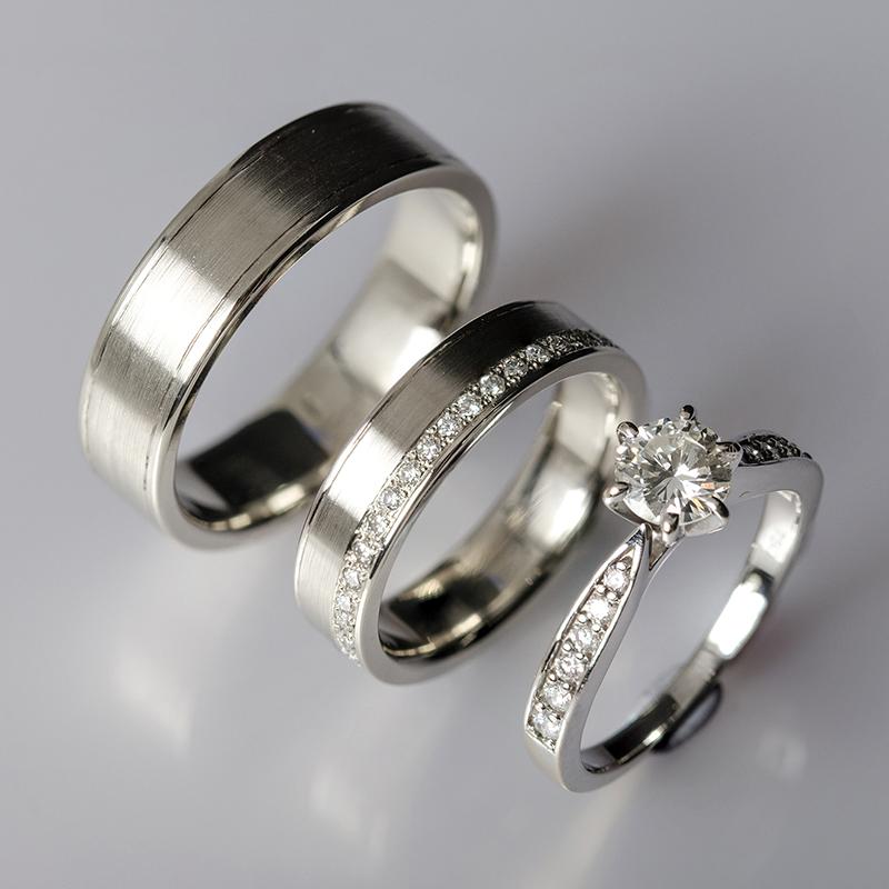 Jegygyűrű pár, fehér arany gyémánttal, hozzá illő gyémánt eljegyzési gyűrűvel