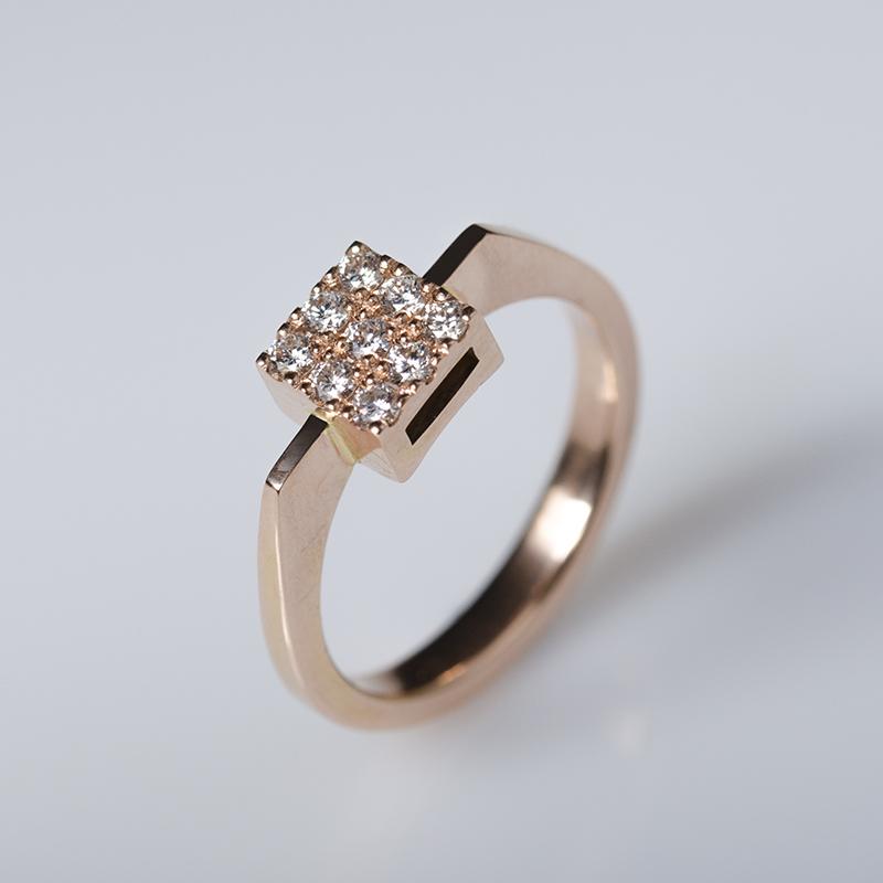 Rozé arany szögletes eljegyzési gyűrű briliánsokkal