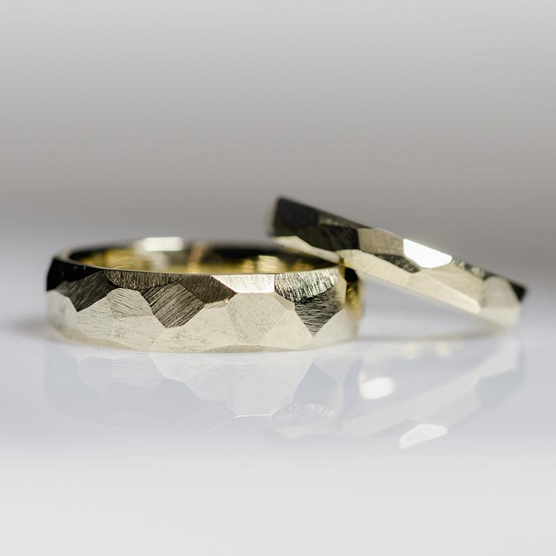 Rusztikus felületű jegygyűrű pár