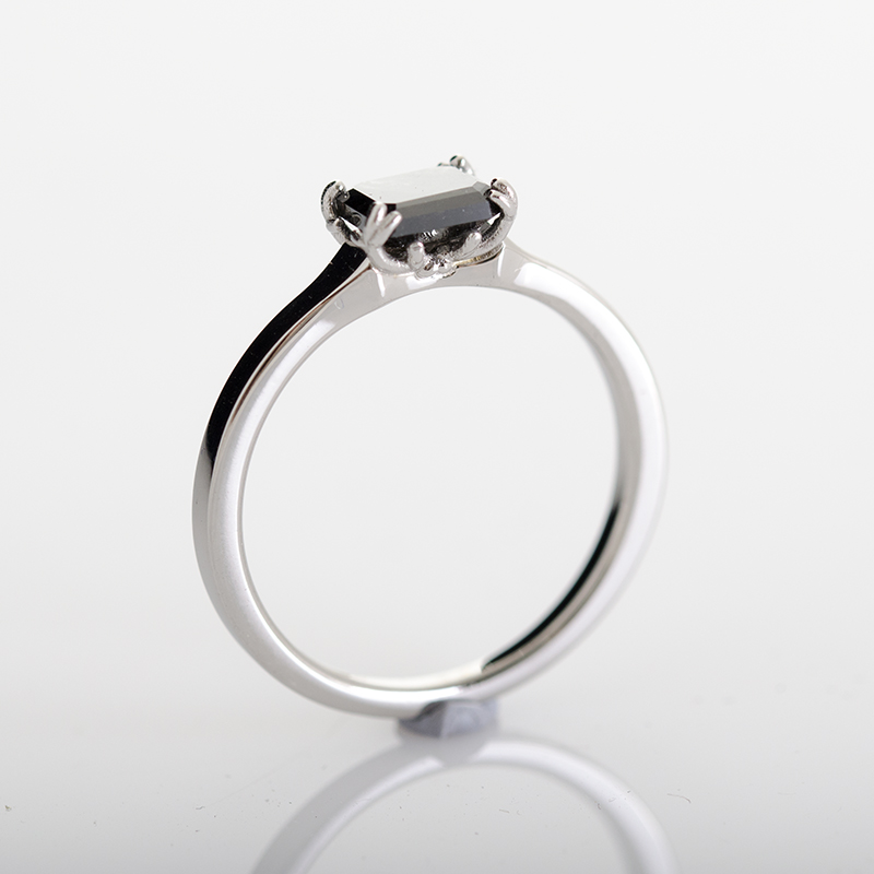Szarvas agancs foglalatos fekete gyémántos eljegyzési gyűrű
