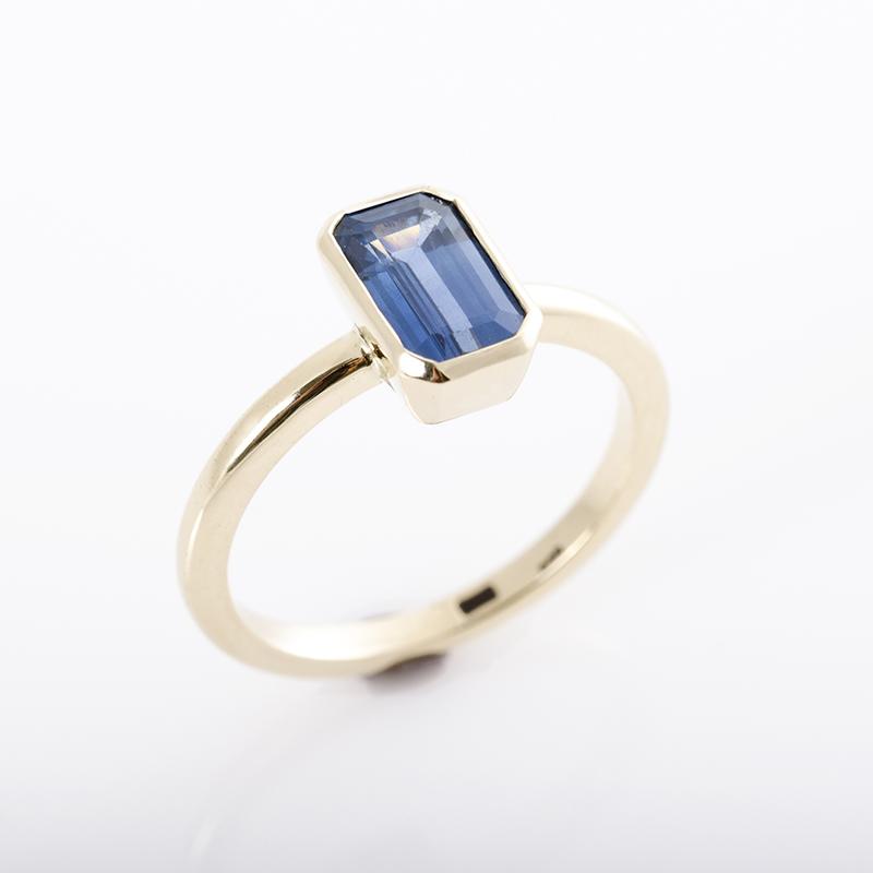 Zafír gyűrű, eljegyzési gyűrű tokos foglalatban